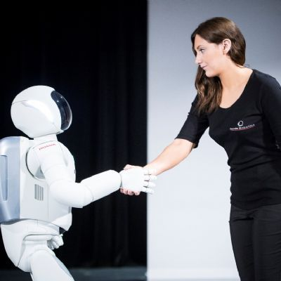 07-all-new-asimo-demo-hand-shake.jpg