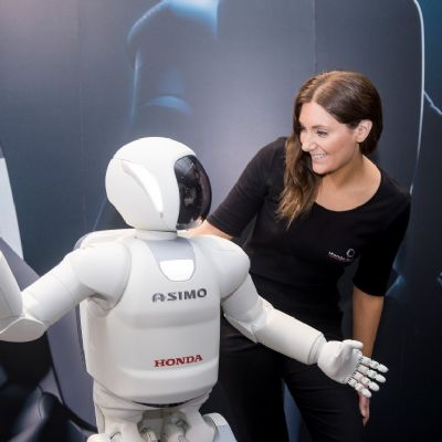 10-all-new-asimo-demo-with-vikki-hood.jpg